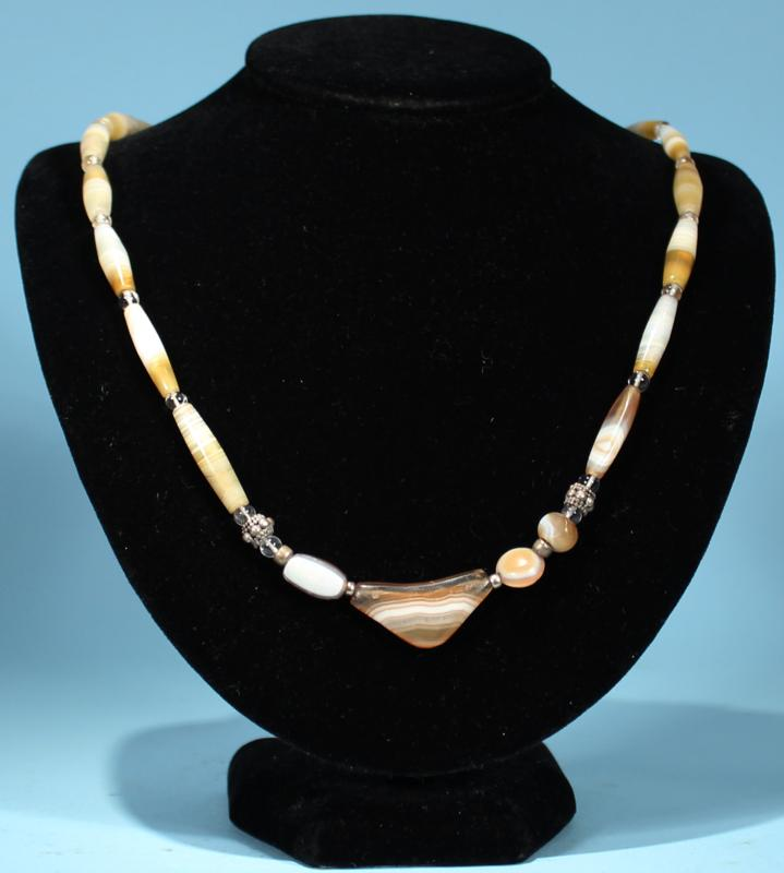 Achaemenid Agate Elbow Pendant Necklace