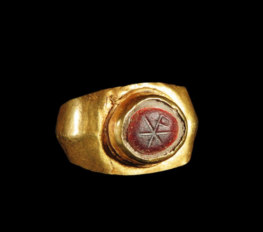 Roman Gold Ring: Agate Chi-Rho