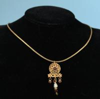Roman Gold and Garnet Pendant Necklace
